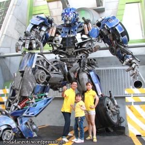 universal studios singapore transformer