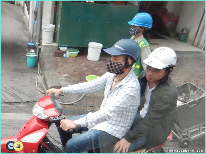 Masker unik di vietnam hanoi