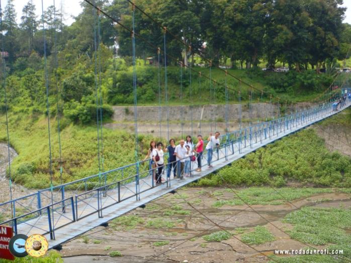 jembatan gantung waduk selorejo