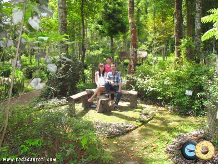 kebun bunga taman labirin coban rondo