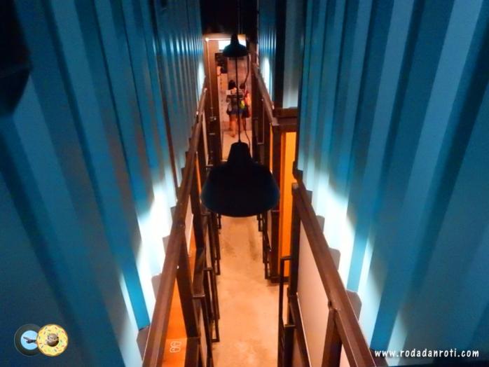 dari sela sela container capsule by container hotel klia2 malaysia copy