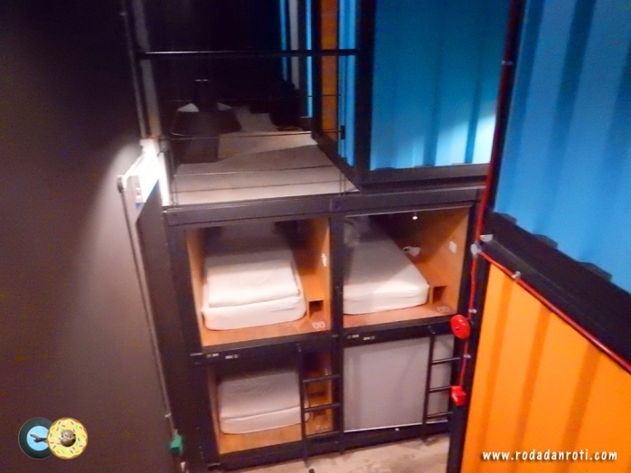 kamar isi 1 orang capsule by container hotel klia2 malaysia copy